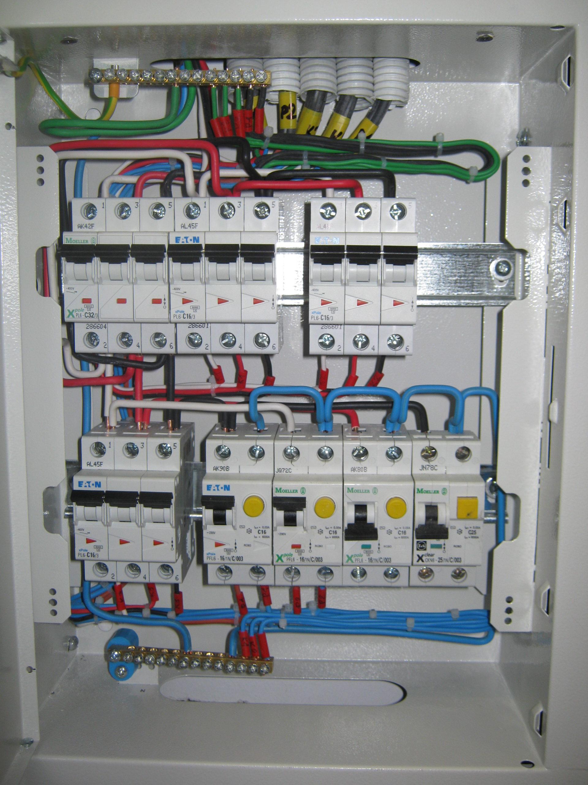 подключение электричества, установка автоматов