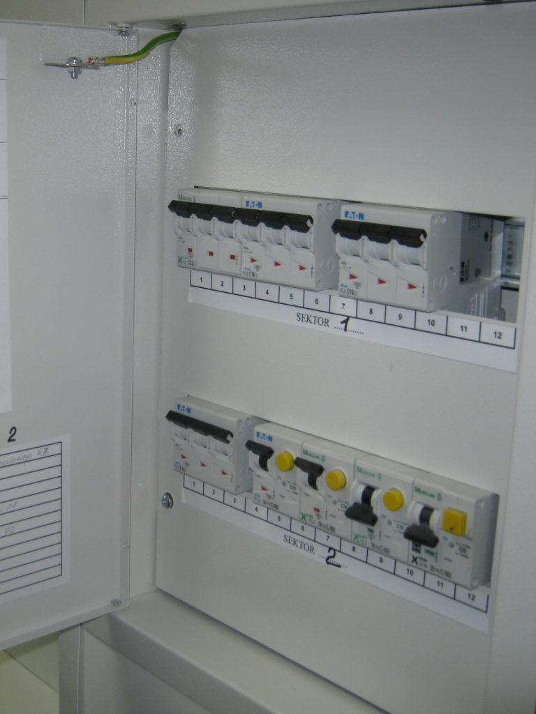 Установка автоматов для электроснабжения